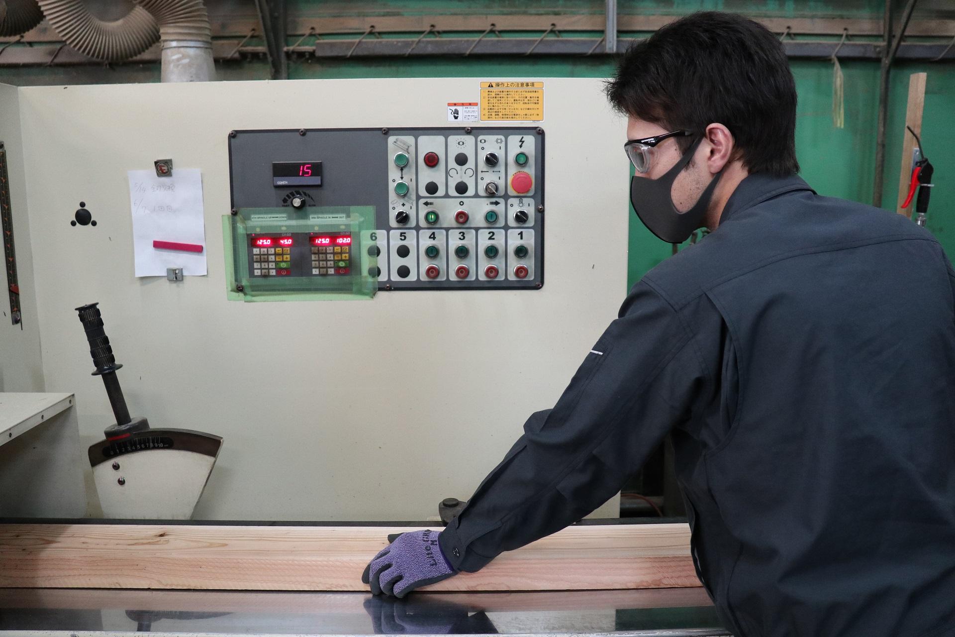 鉄製の棒材または木材をお探しの企業様へ